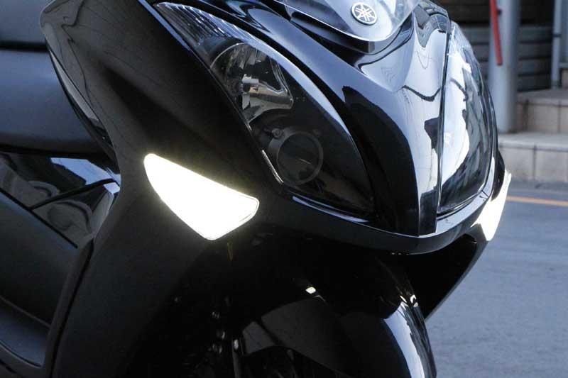 デイライト内蔵LEDウインカーASSY BOSSCOMJAPAN(ボスコムジャパン) マジェスティ(MAJESTY)4D9