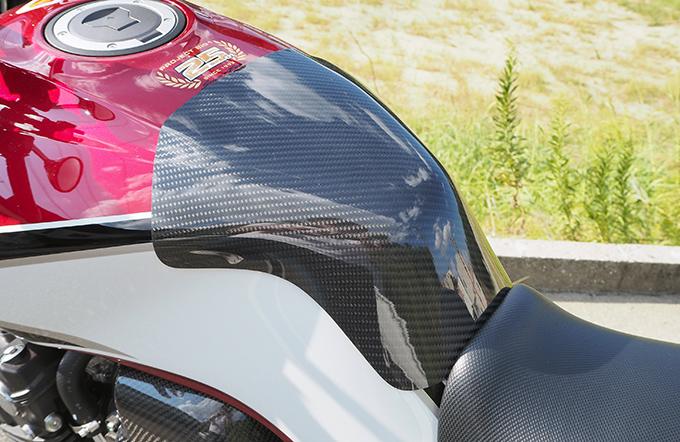 タンクエンド 綾織カーボン製 MAGICAL RACING(マジカルレーシング) CB400SF(18年)